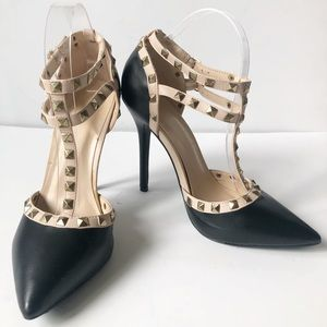 Wild Diva Lounge Studded Black Heels/Size 9